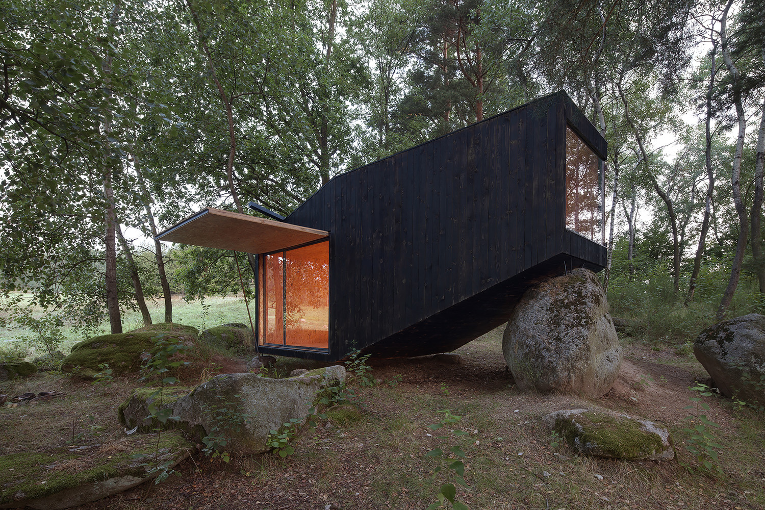 Refugio del Bosque / Uhlik architekti