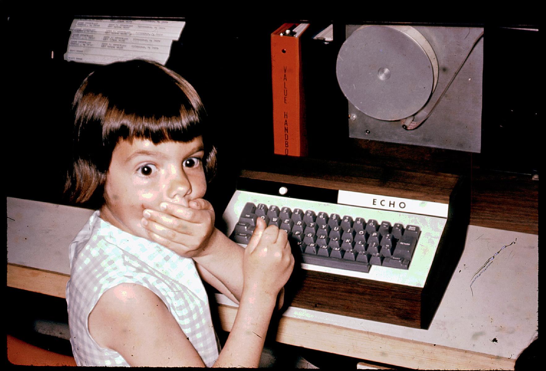 Sally, hija de Jim Sutherland, después de apretar la tecla que no debía.