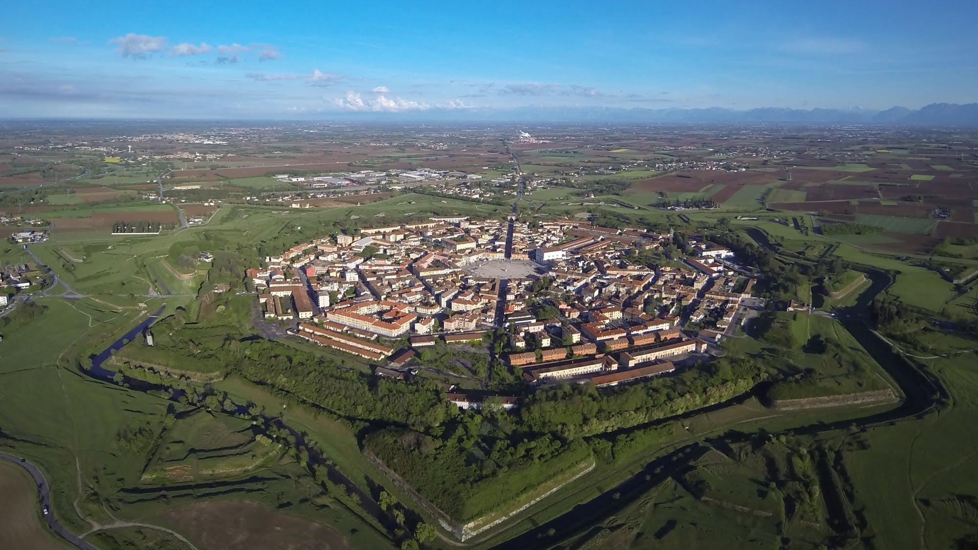 Vivo en una fortaleza inexpugnable: 5 poblaciones dentro de ciudadelas amuralladas