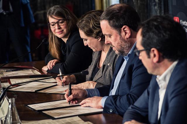 Ada Colau y Oriol Junqueras firman acuerdo para financiar la línea 10 de metro. Fuente: Ajuntament de Barcelona