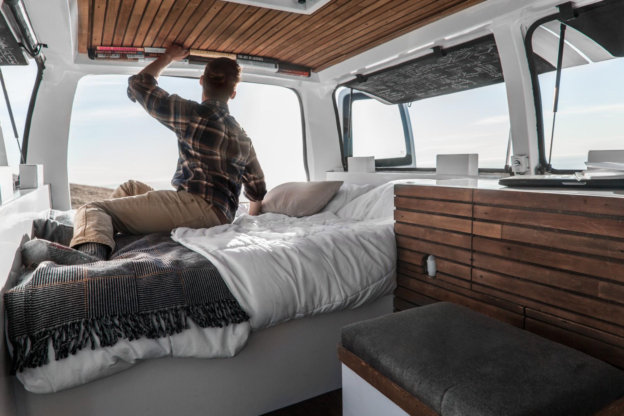 No es una cabaña con vistas privilegiadas, es una furgoneta convertida en minicasa