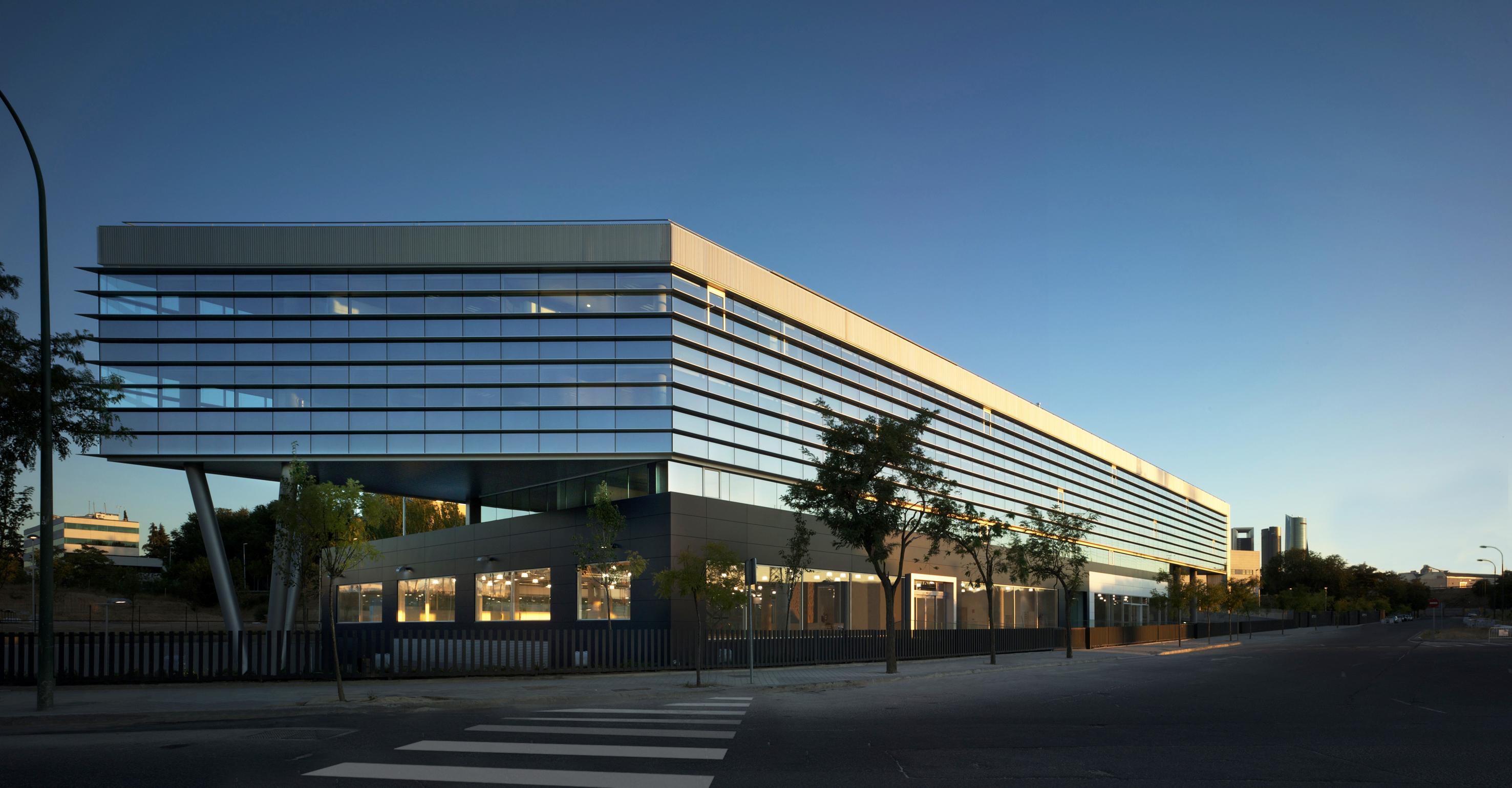 La oficina so ada por los espa oles espacios abiertos for Oficinas de bankia en madrid