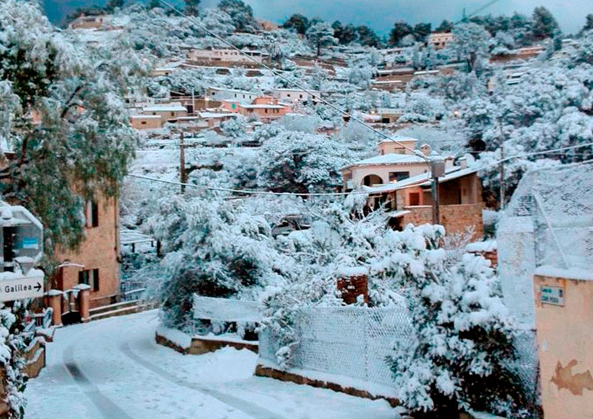 Galilea, en Baleares, perece un pueblecito del Pirineo