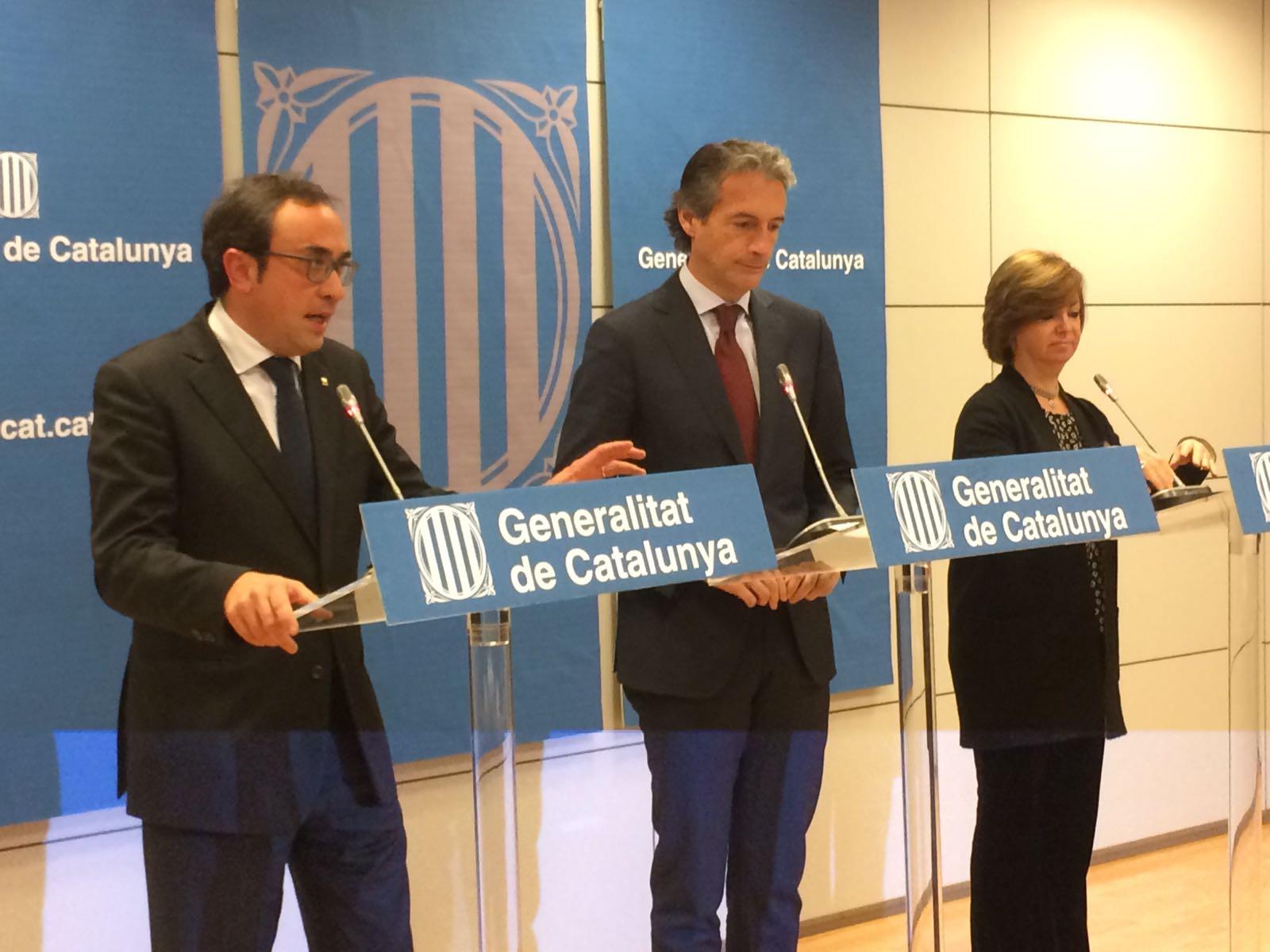 J. Rull, conseller de Territorio y Sostenibilidad, Í. de la Serna, ministro de Fomento, y M. Borràs, consellera de Vivienda
