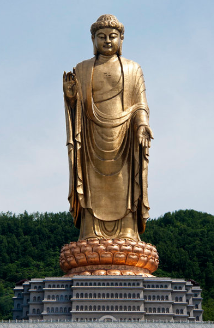 Buda del templo de la Primavera (128 metros), en Lushan (China)