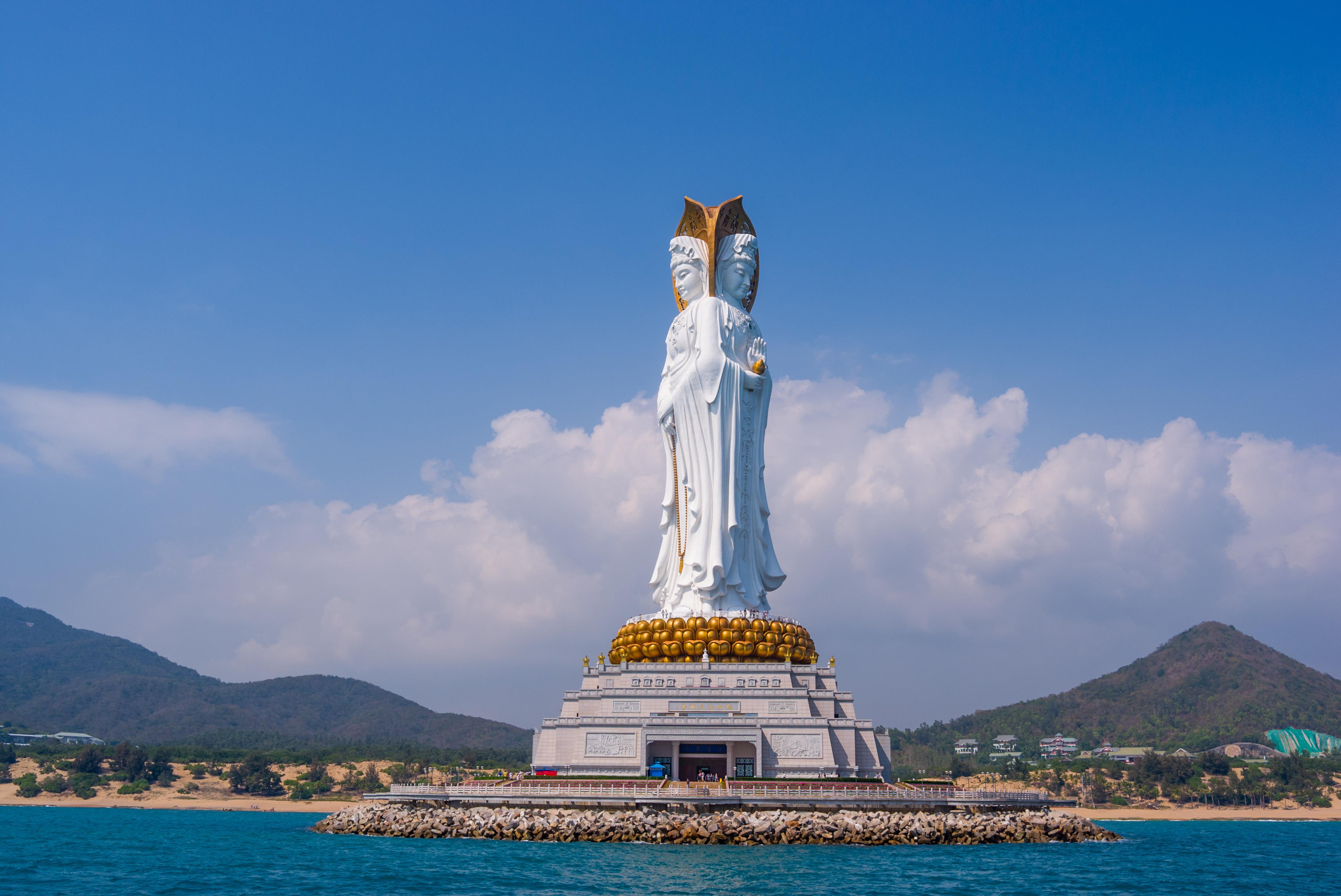 Guanyin del Mar del Sur (108 metros), en Sanya (China). Llee Wu