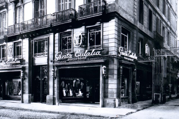 la lujosa casa de moda Santa Eulàlia, en 1944. / Creative commons