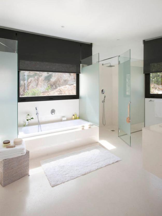 El baño perfecto es espacioso y ofrece tres zonas diferenciadas: baño, ducha, lavabo