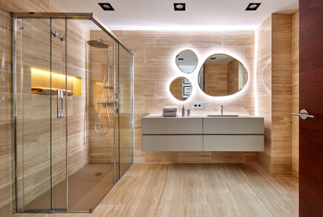 El baño perfecto está diseñado con materiales resistentes y versátiles