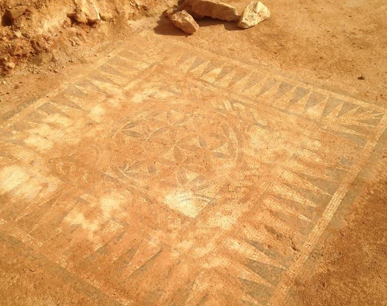 Mosaico hallado en el lateral de la C-31. Fuente: Ajuntament de Badalona / Creative commons