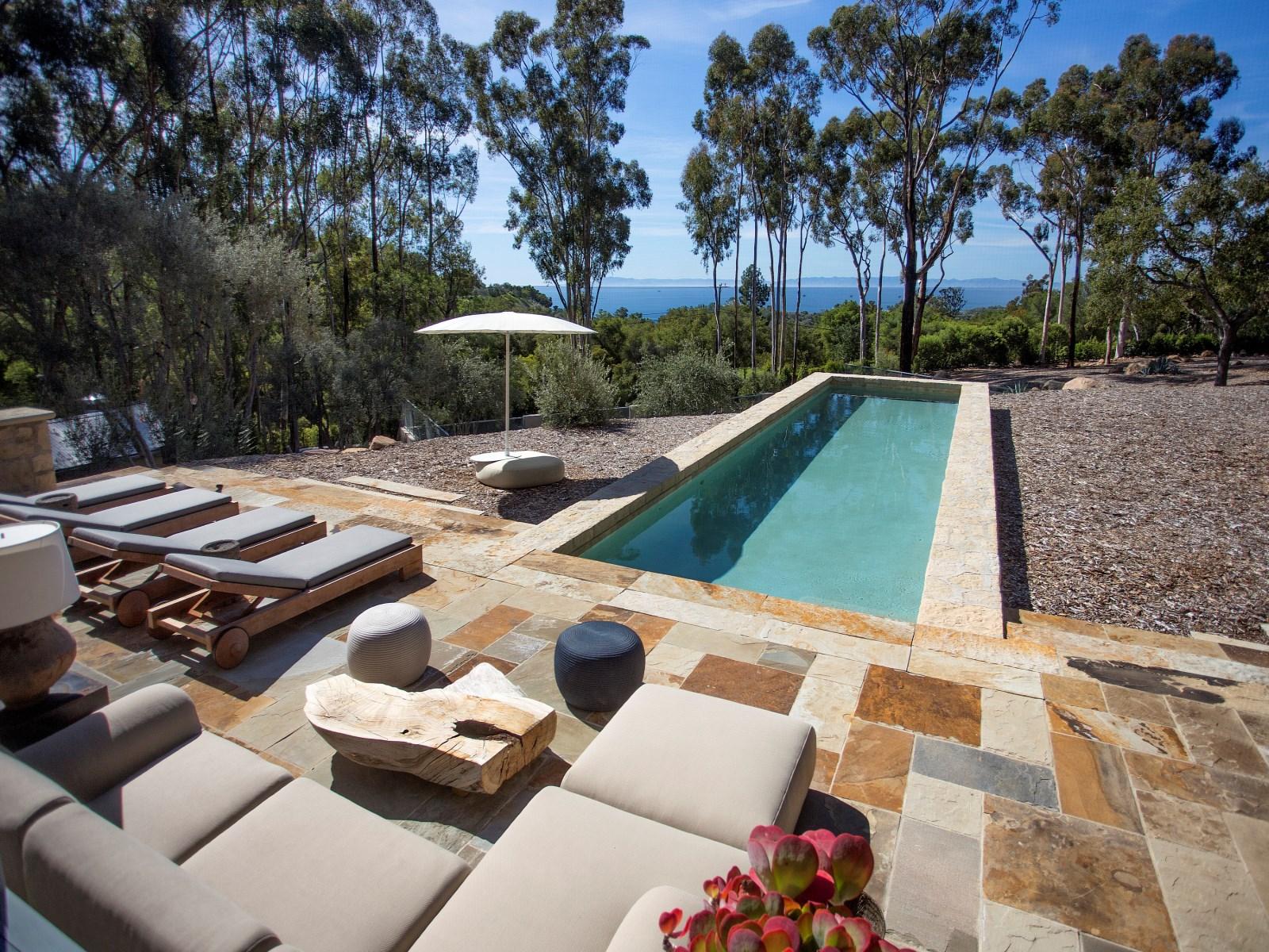 La propiedad cuenta con dos piscinas