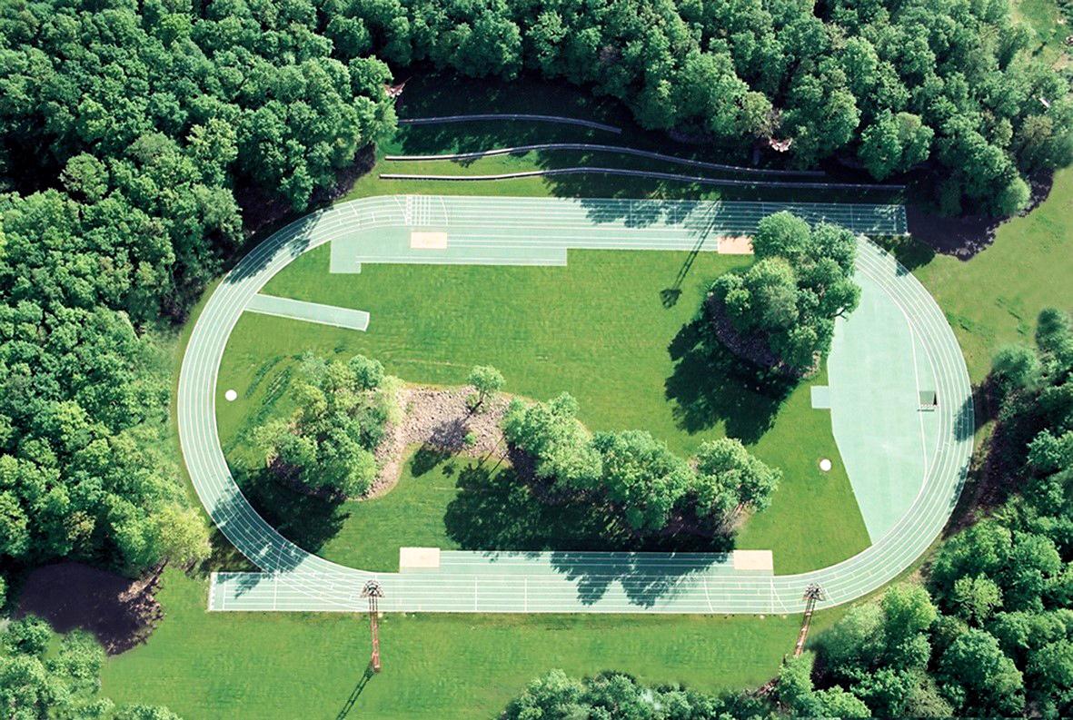 Estadio de Atletismo Tussols-Basil y Pabellón 2x1 (Olot, Girona)