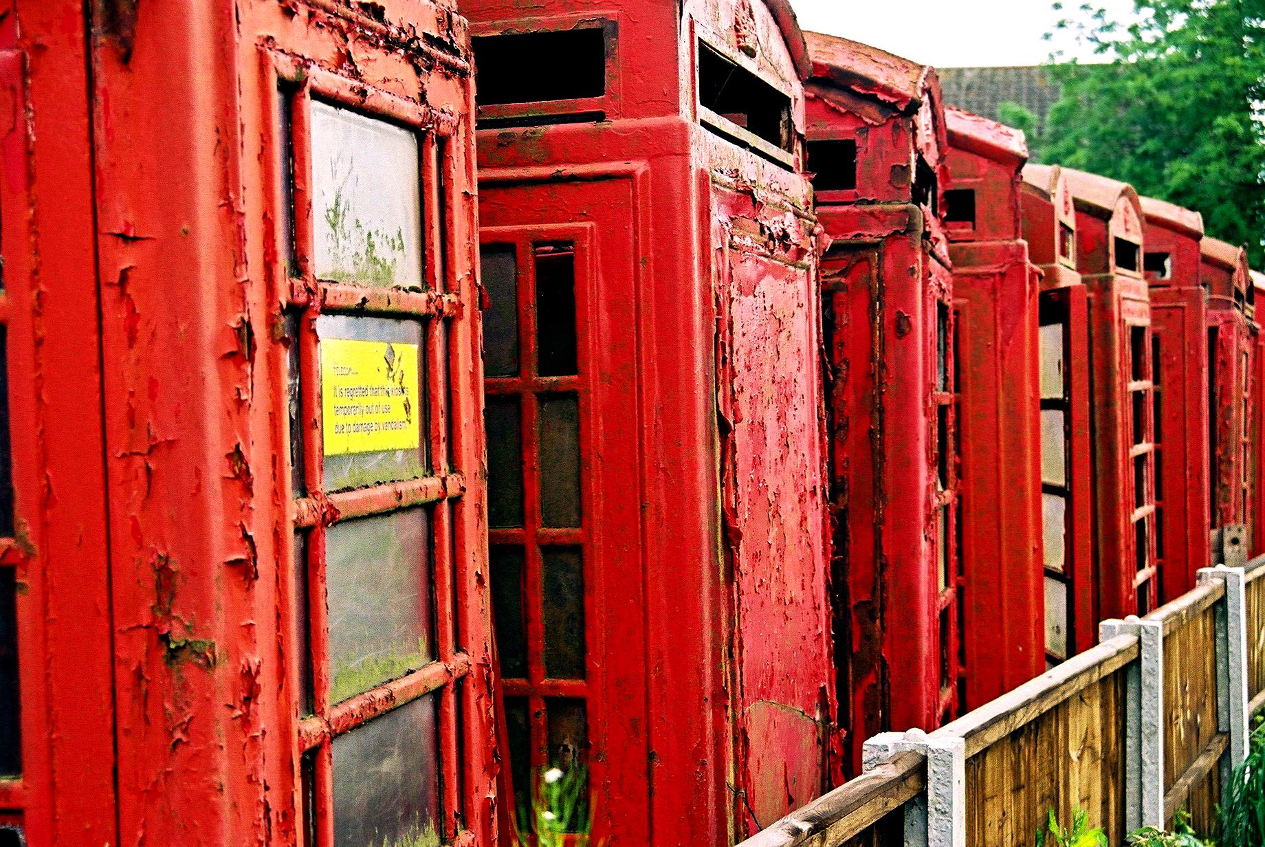 Cementerio de cabinas de teléfono en Carlton Miniott (Reino Unido). Flickr/Guy Hatton