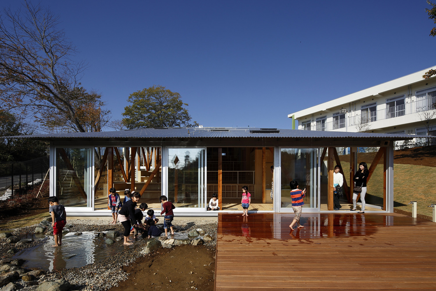 Hakusui Nursery School en Chiba (Japón) / Yamazaki Kentaro