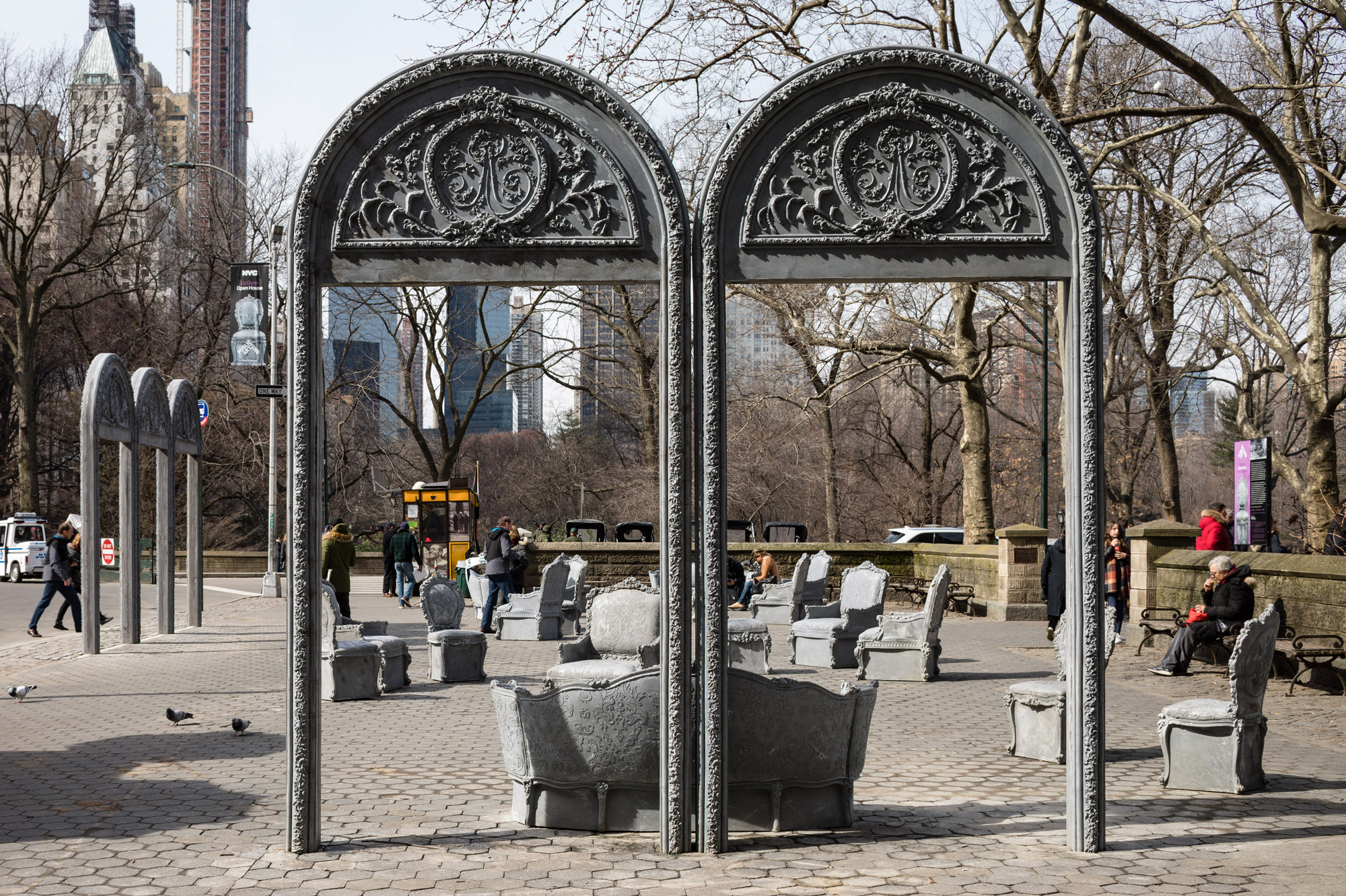 Open House, de Liz Glynn, en Doris C. Freedman Plaza de Central Park