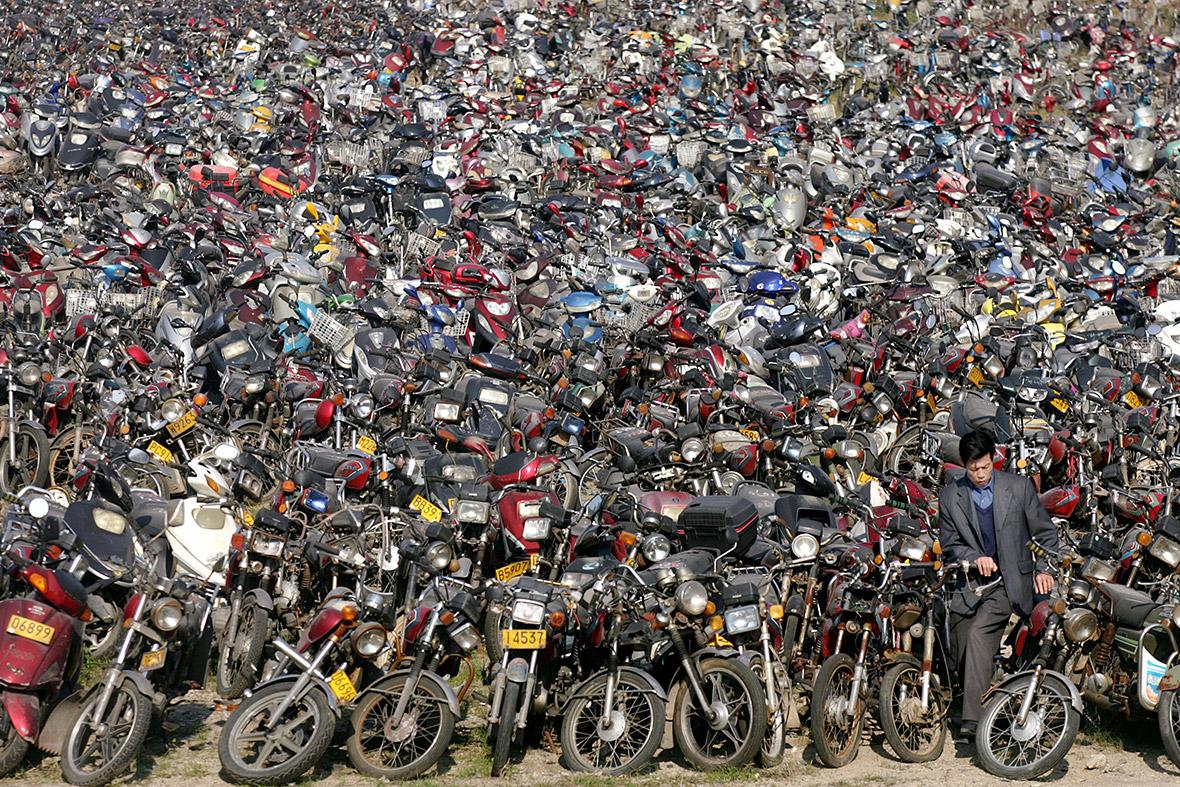 Desguace de motos en Shenzhen (China). IBTimes