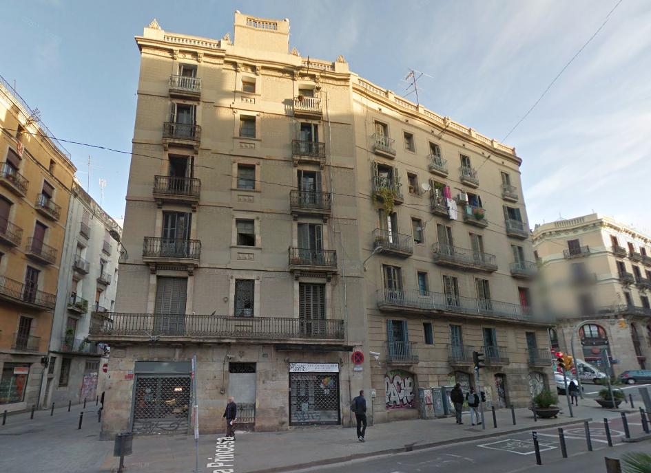 Actual inmueble en la calle Princesa, 49 de Barcelona. / Google Maps