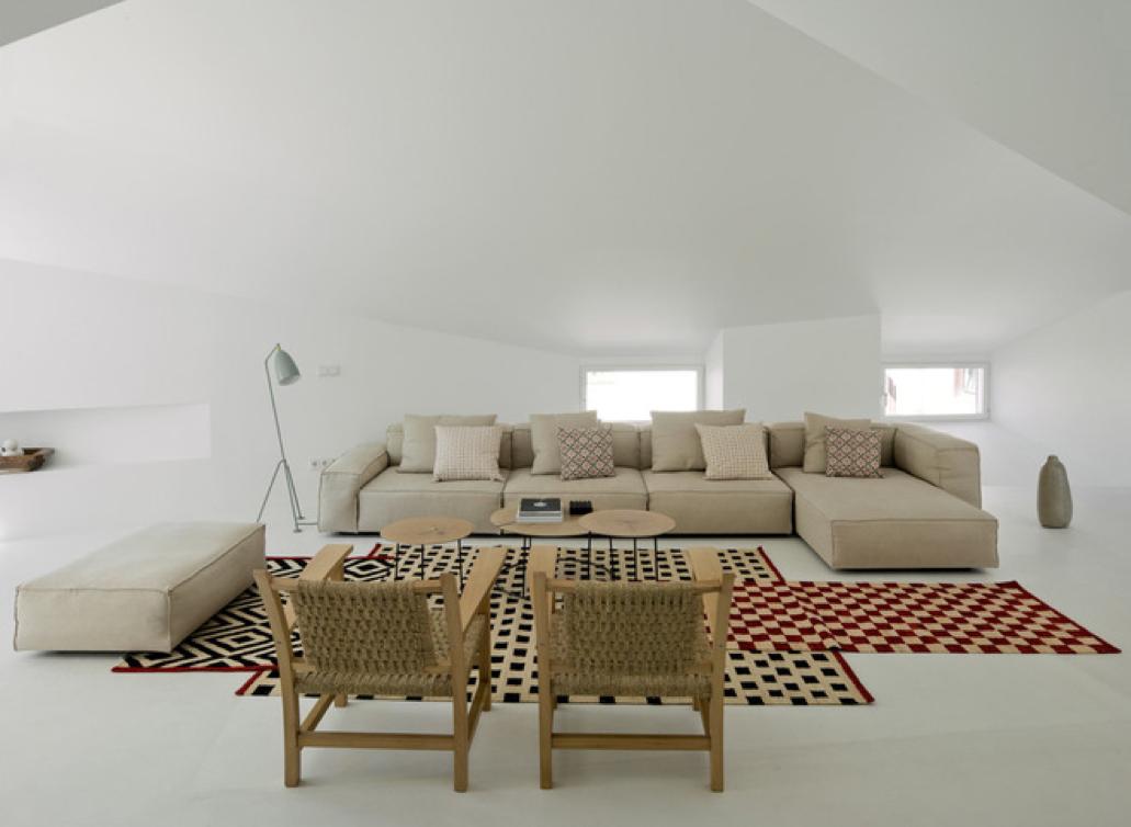 Atrévete con la nueva moda de superponer alfombras