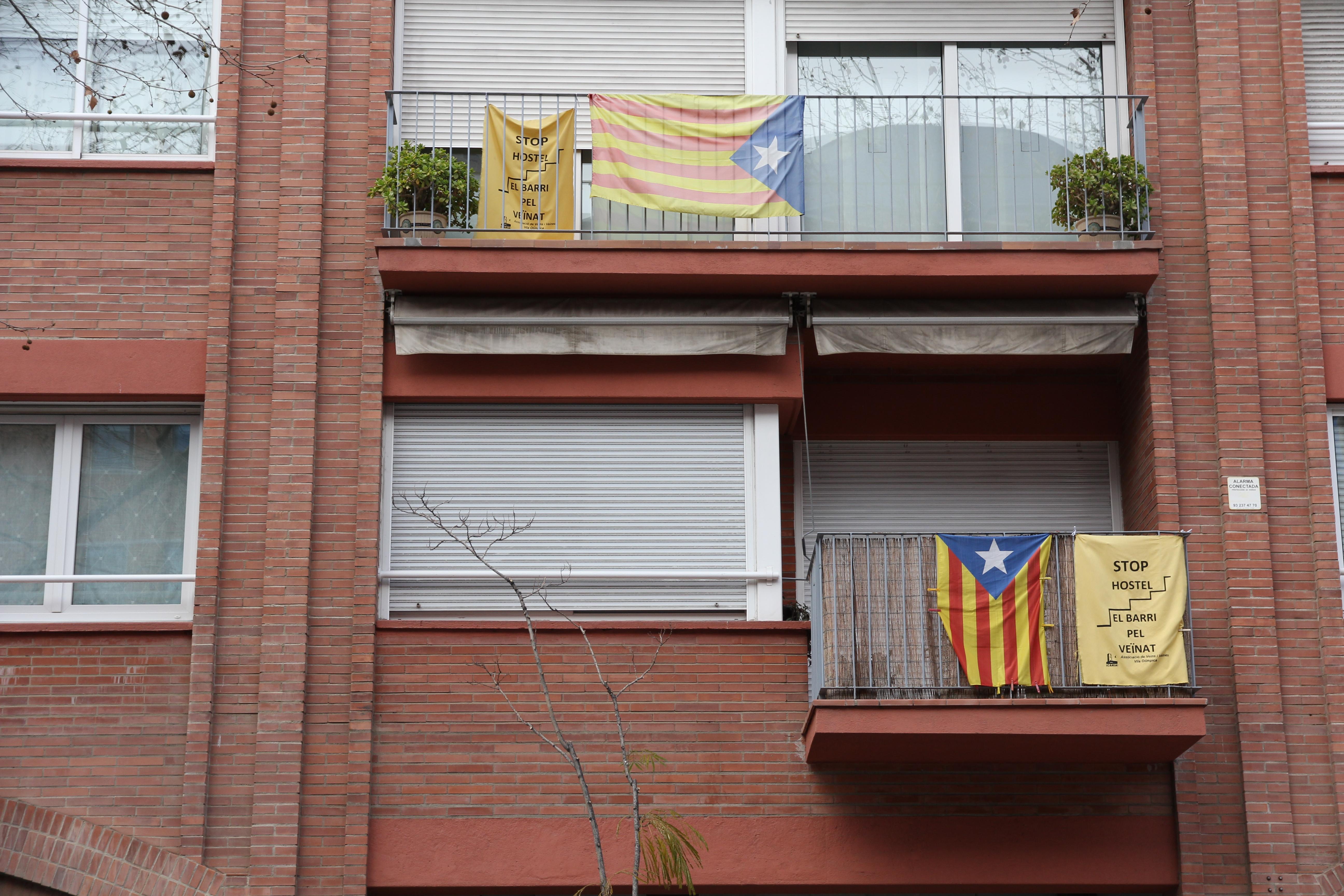 balcones  en Barcelona en contra de los Hostels