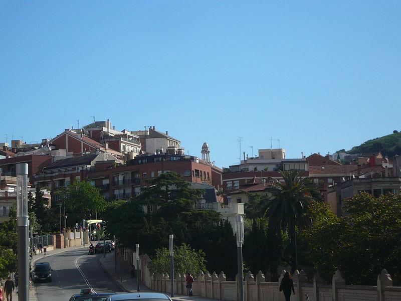 El barrio barcelonés, desde el puente de Vallcarca / Wikimedia commons