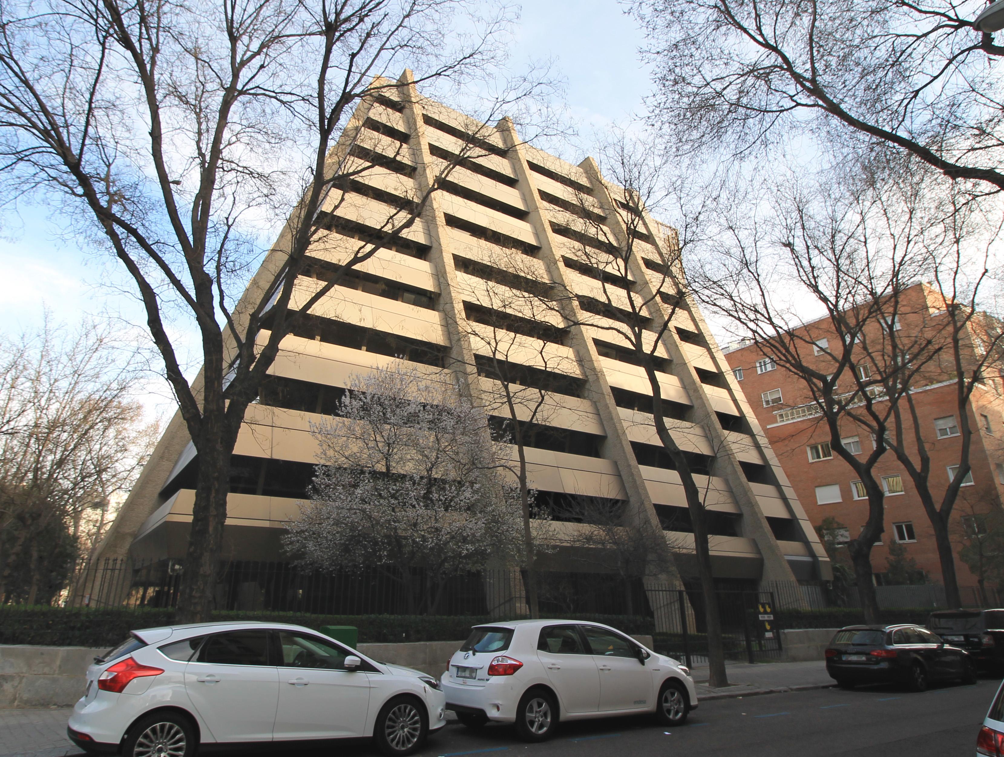 3. Edificio Pirámide