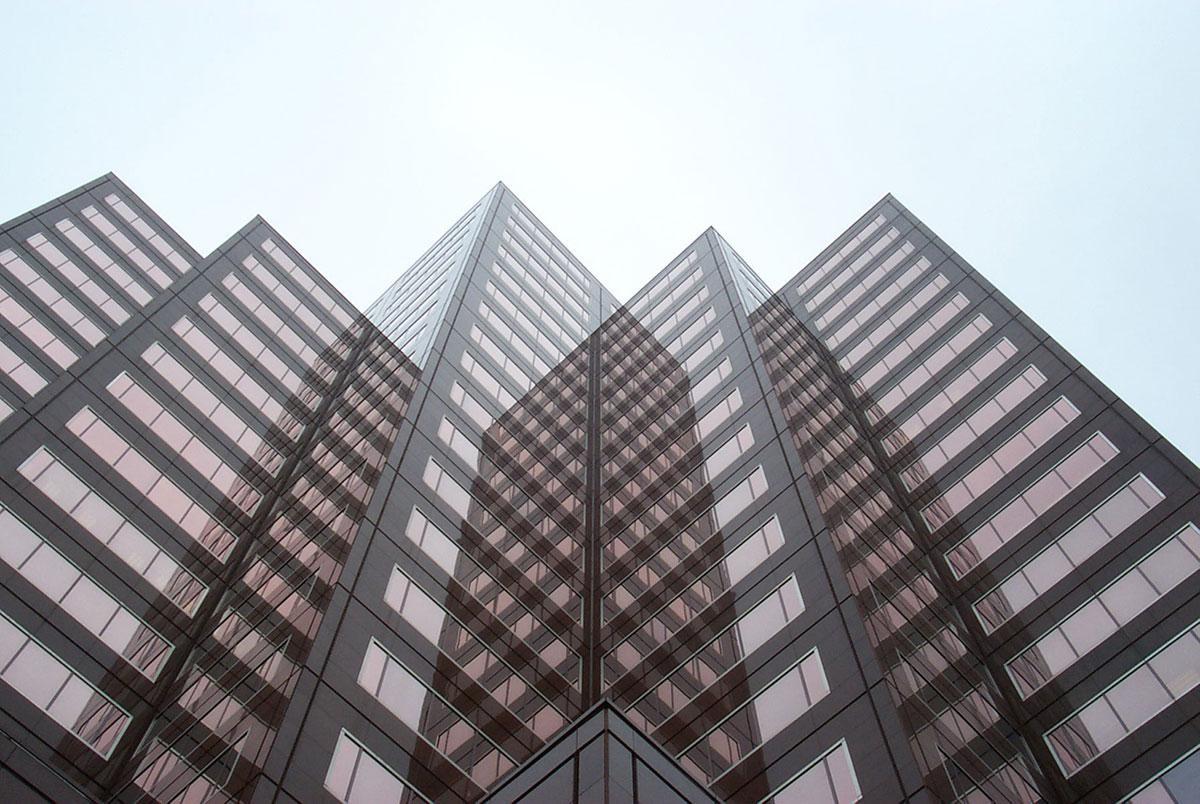 Espejos que 'multiplican' edificios