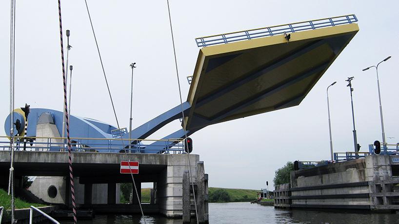 Slauerhoffbrug, Van Driel Mechatronica. Leeuwarden (Holanda)