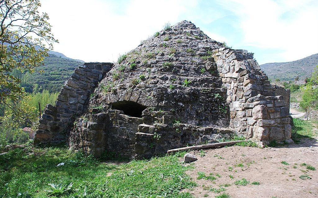 Nevero artificial de Soto en Cameros, La Rioja Wikipedia Commons
