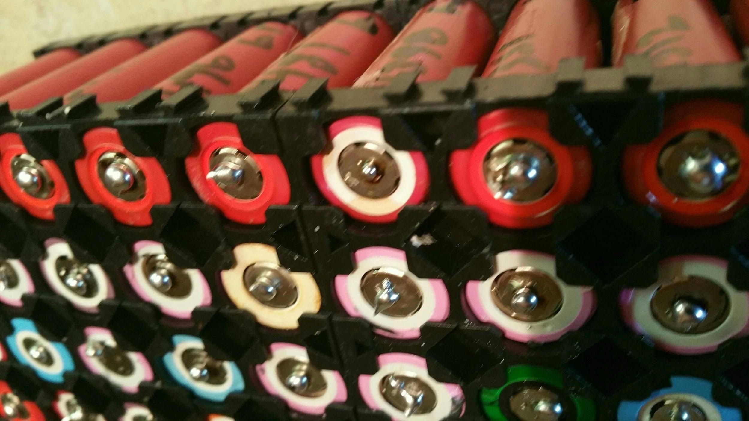 Baterías 18650 agrupadas en un Powerwall casero