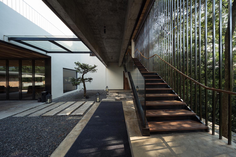 SHIROMIO Studio
