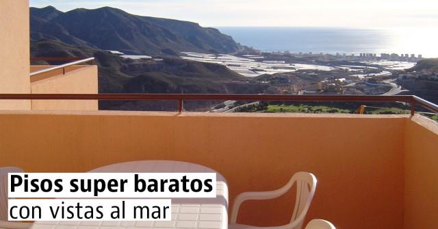 Las casas y pisos con vistas al mar más baratas de Andalucía