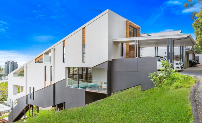 Visión lateral de la vivienda
