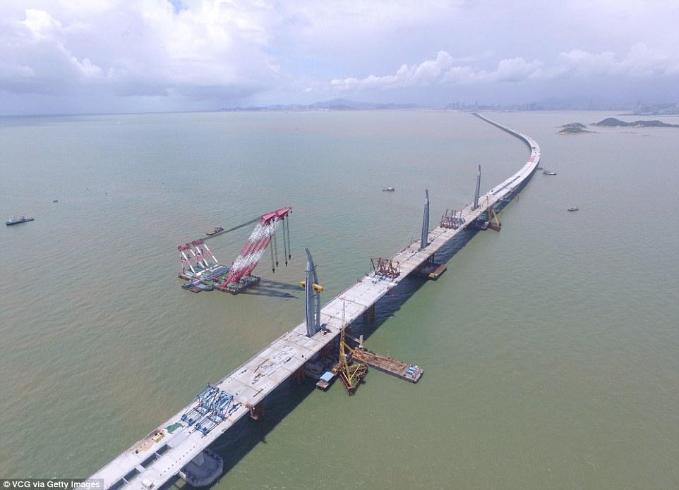 El Puente del río de la Perla (Hong Kong). 2.300 millones de euros