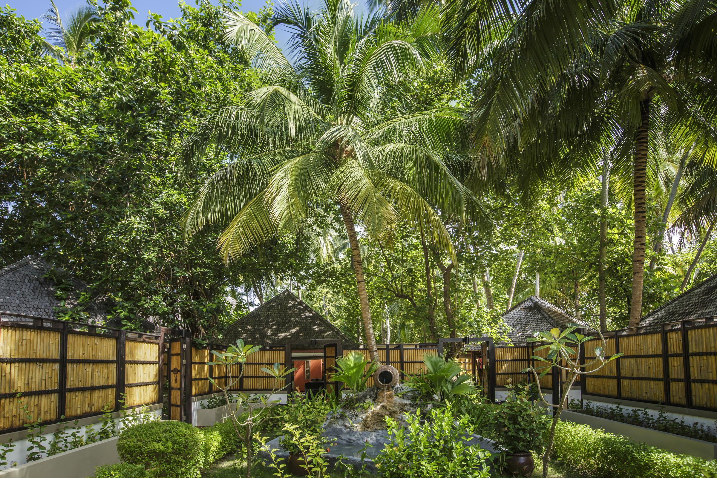 Hoteles con encanto el mejor lugar para dormir sobre el for Hoteles en el agua maldivas