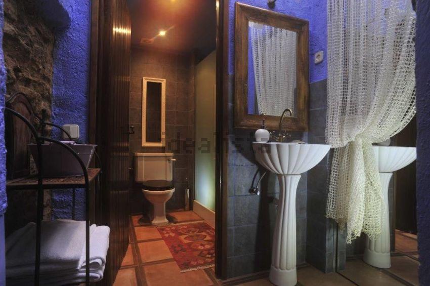 Las estancias tienen aire onírico, que recuerdan al mundo daliniano