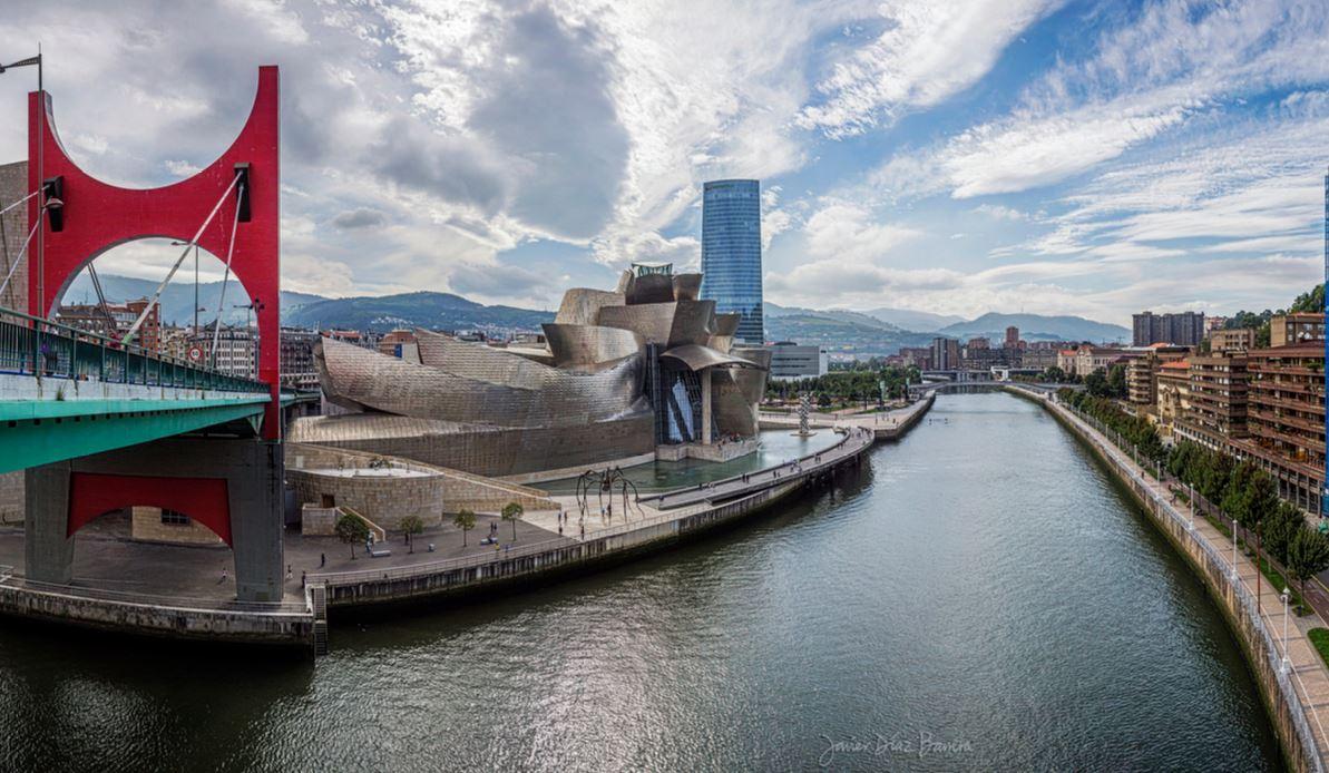 La ría de Bilbao, con el Guggenheim y la Torre de Iberdrola de fondo. / Flickr/Creative commons