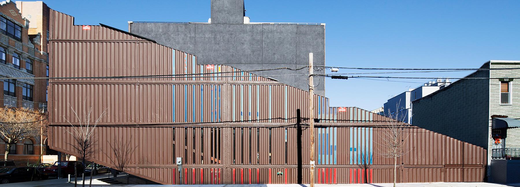Esta casa enorme de brooklyn ha sido construida con 21 - Casas en contenedores marinos ...