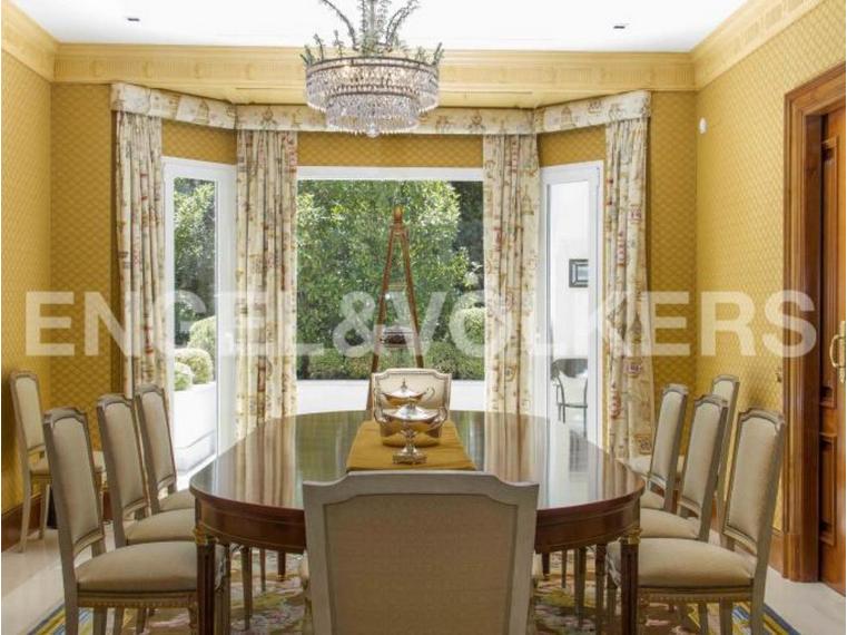 Una gran mesas para recibir a la familia y amigos