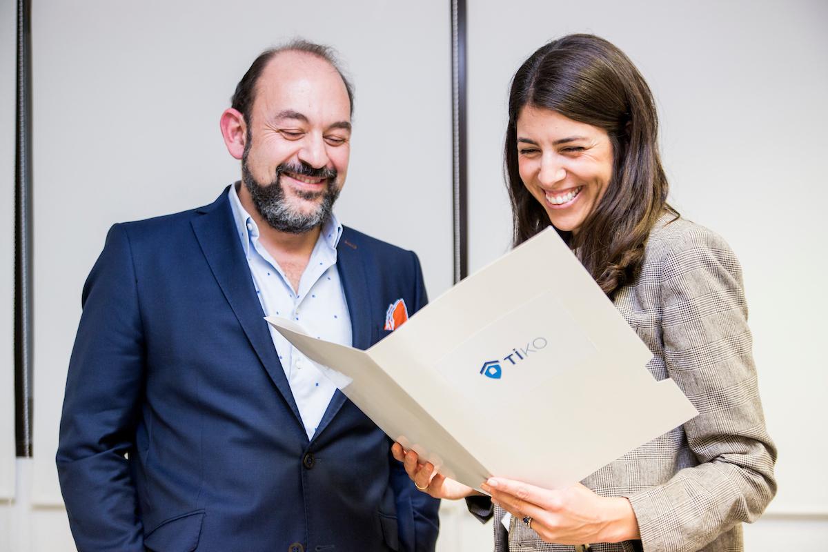 Sina Afra, fundador de Evtiko y Tiko, y Ana Villanueva, CEO de Tiko / trescom