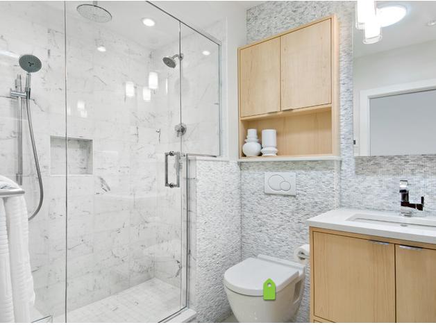 10 trucos para ganar espacio en baños muy, muy, muy pequeños