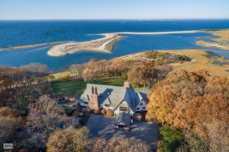 Una mansión con vistas al mar