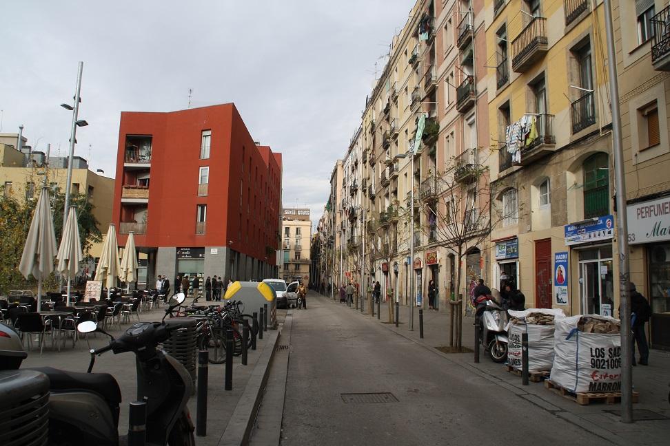 La calle Robador, una de las afectadas, es una zona deteriorada por el consumo de drogas y prostitución / labarcelonaoculta.org
