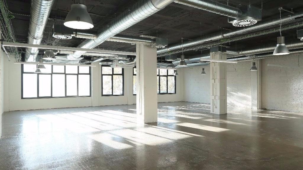 El edificio semi-industrial tiene capacidad para más de 1.000 personas / Núñez i Navarro