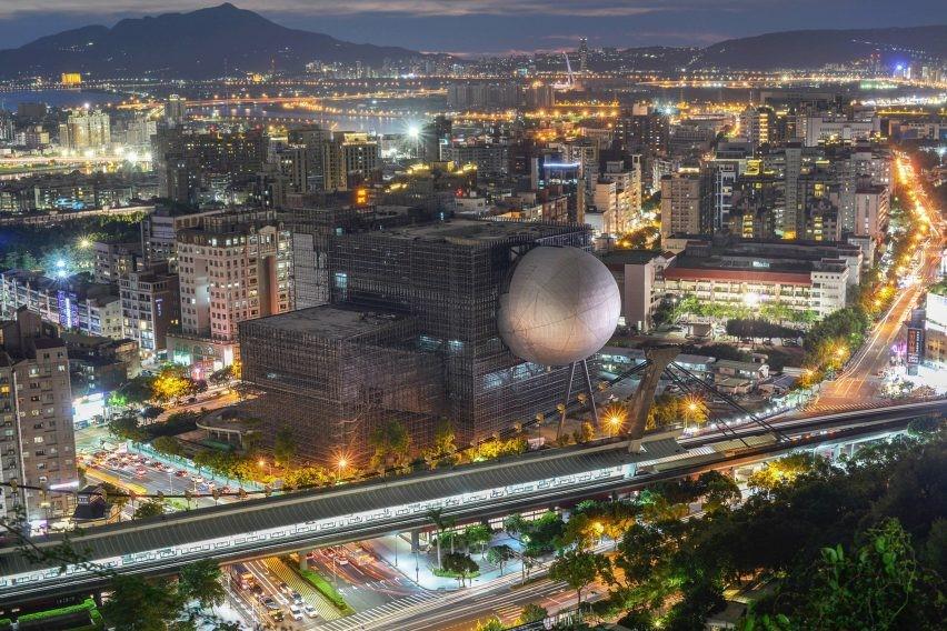Un teatro dentro de una esfera en Taipei