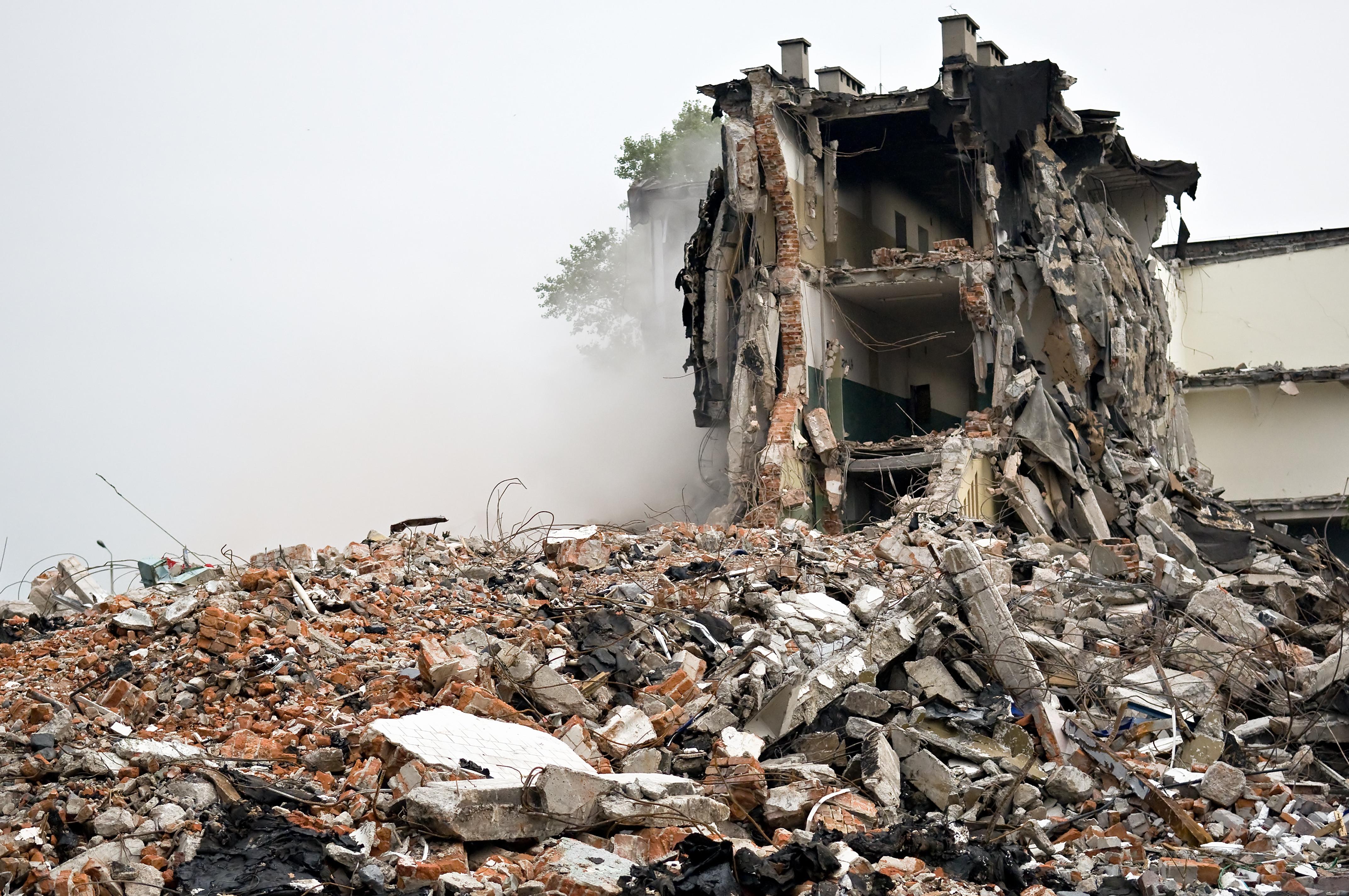 Una casa completamente destrozada / Wikimedia