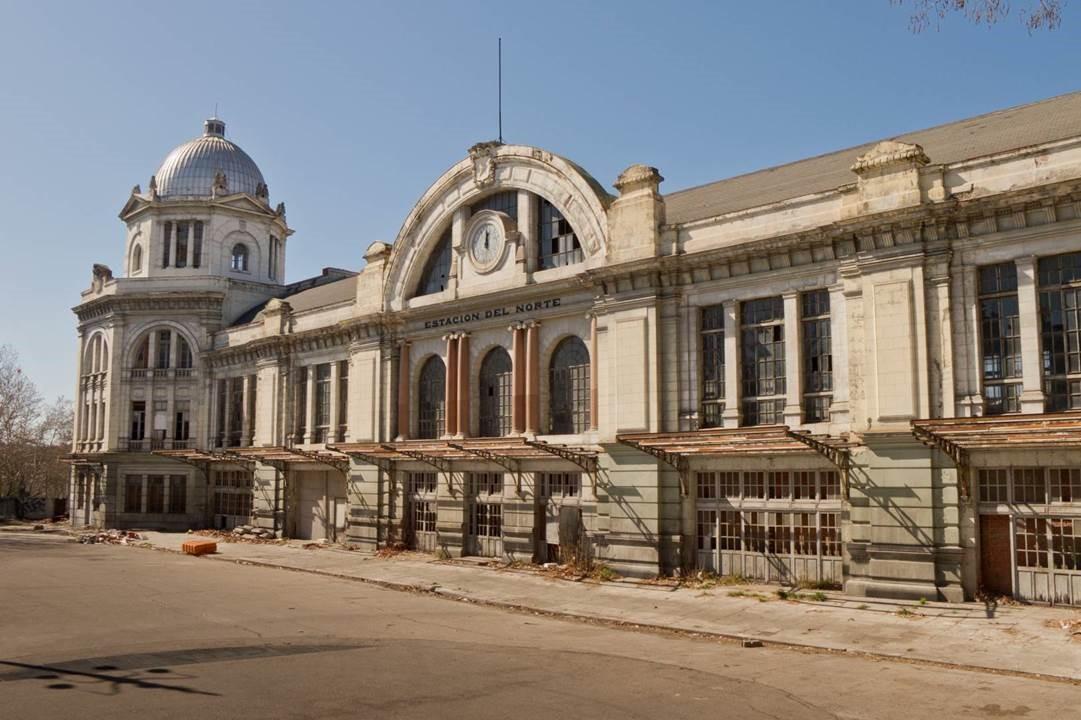 Fachada de la estación de Príncipe Pío