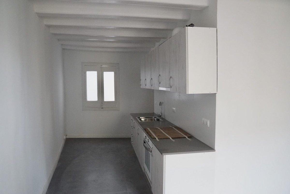 La cocina de una de las viviendas en Princesa 49 / Coop 57
