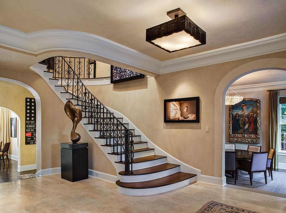 Una enorme escalera