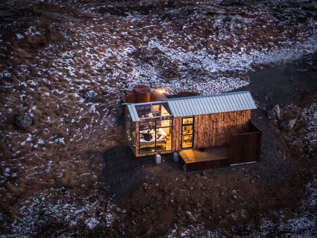 La cabaña está situada en medio de la nada