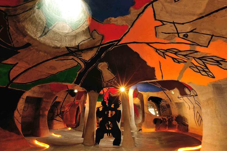 El interior de la galería de arte Amdavad ni Gufa
